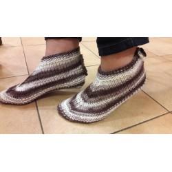 Batik fonalból kötött házi cipők