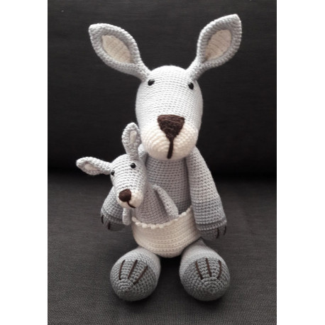 Kendra, a kenguru bébikenguruval