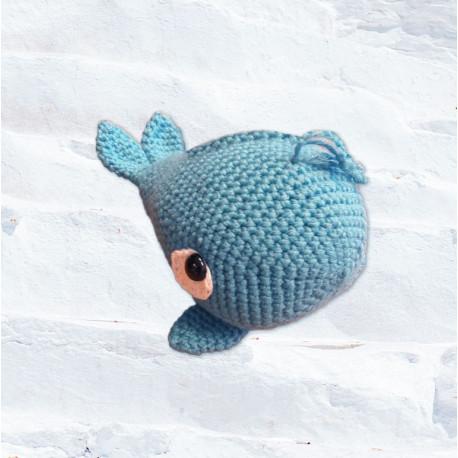 Horgolt bálna figura