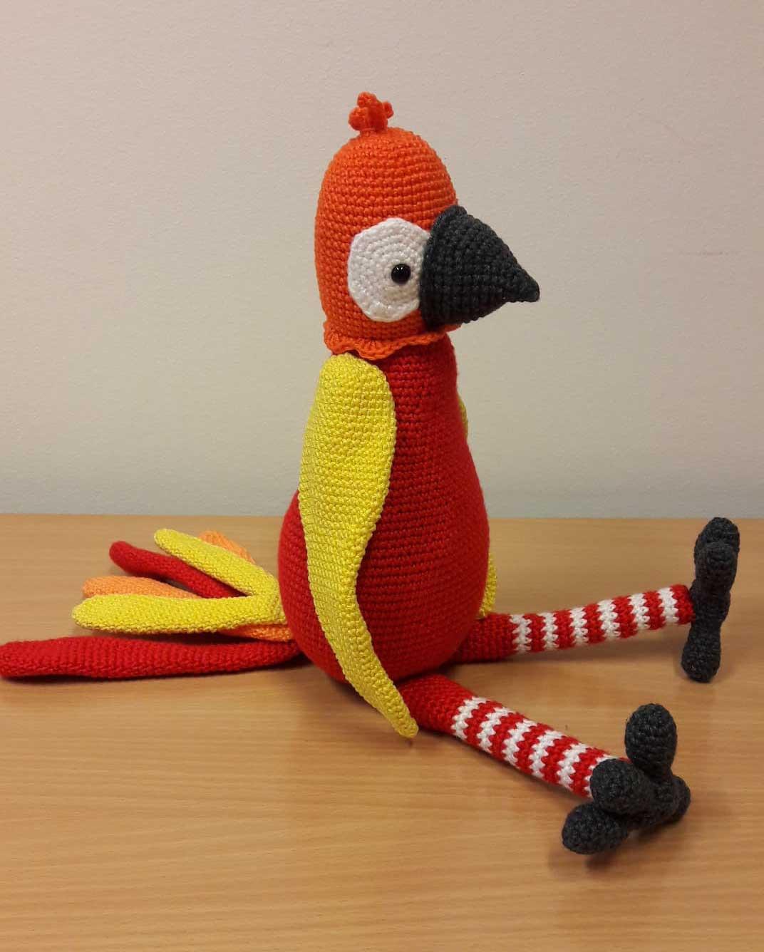 Kira és Kipu, horgolt papagájok - piros
